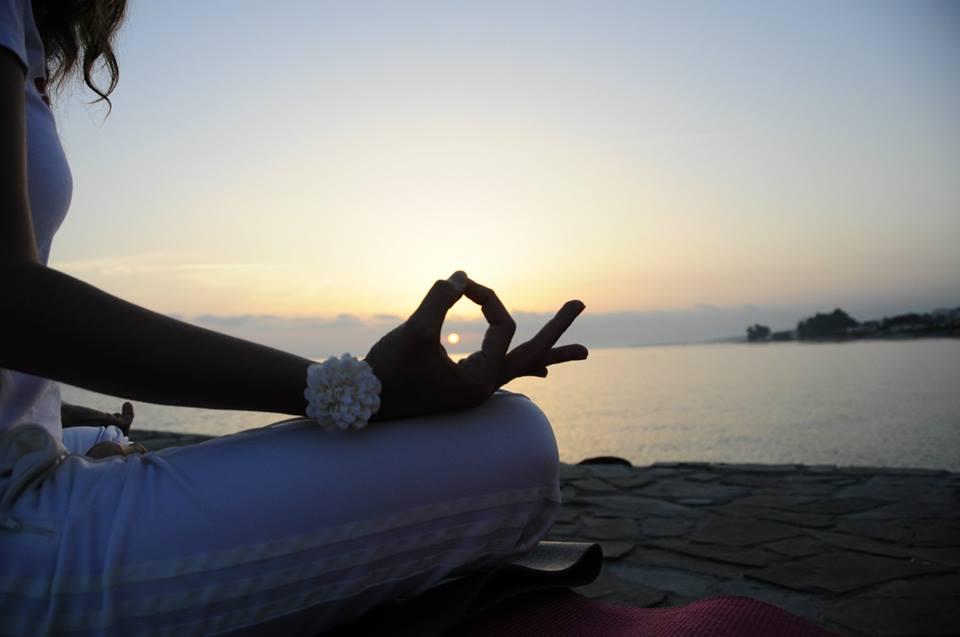 yoga-by-seaside