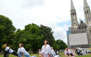 Die Auffuhrung Yogatage der guten Taten
