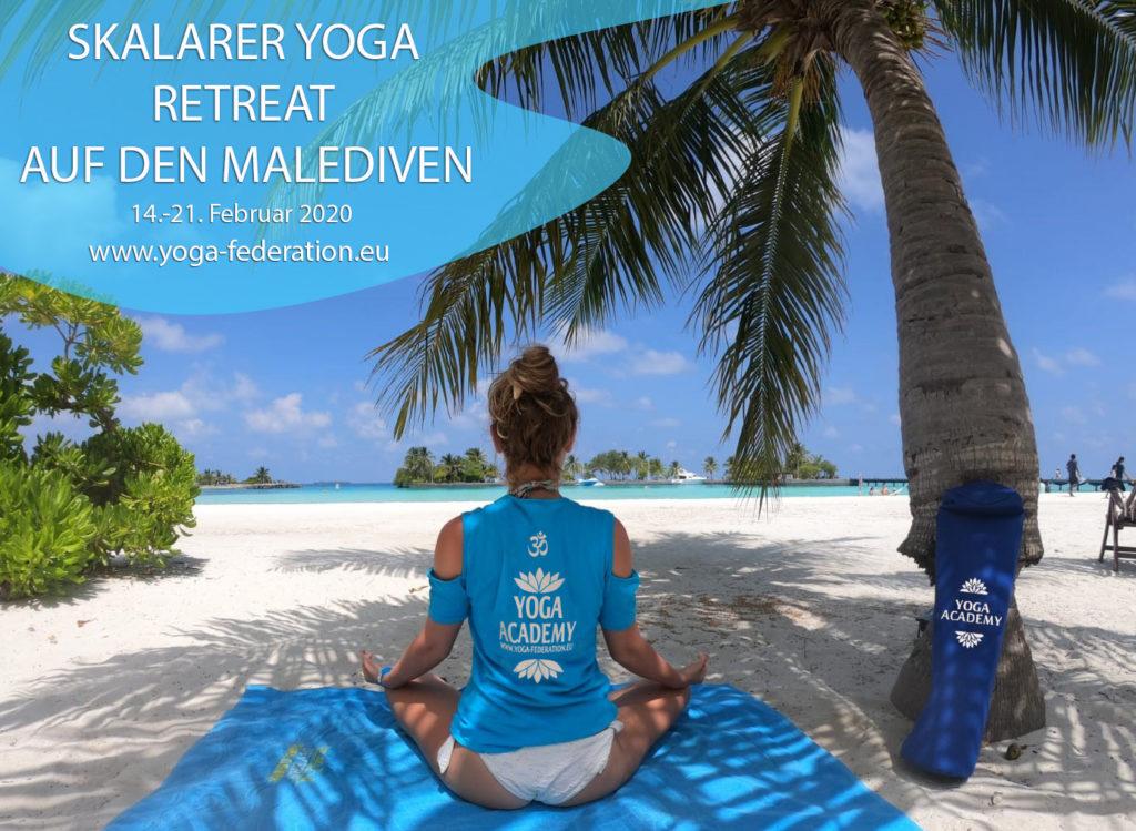 Skalarer Yoga Retrear auf den Malediven