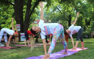 Lekce jogy zdarma - Joga v Parku na Kampe – Cvicte jogu s nami 2021
