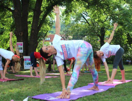 I letos lekce jógy zdarma v Parku Na Kampě – Cvičte jógu s námi 2021